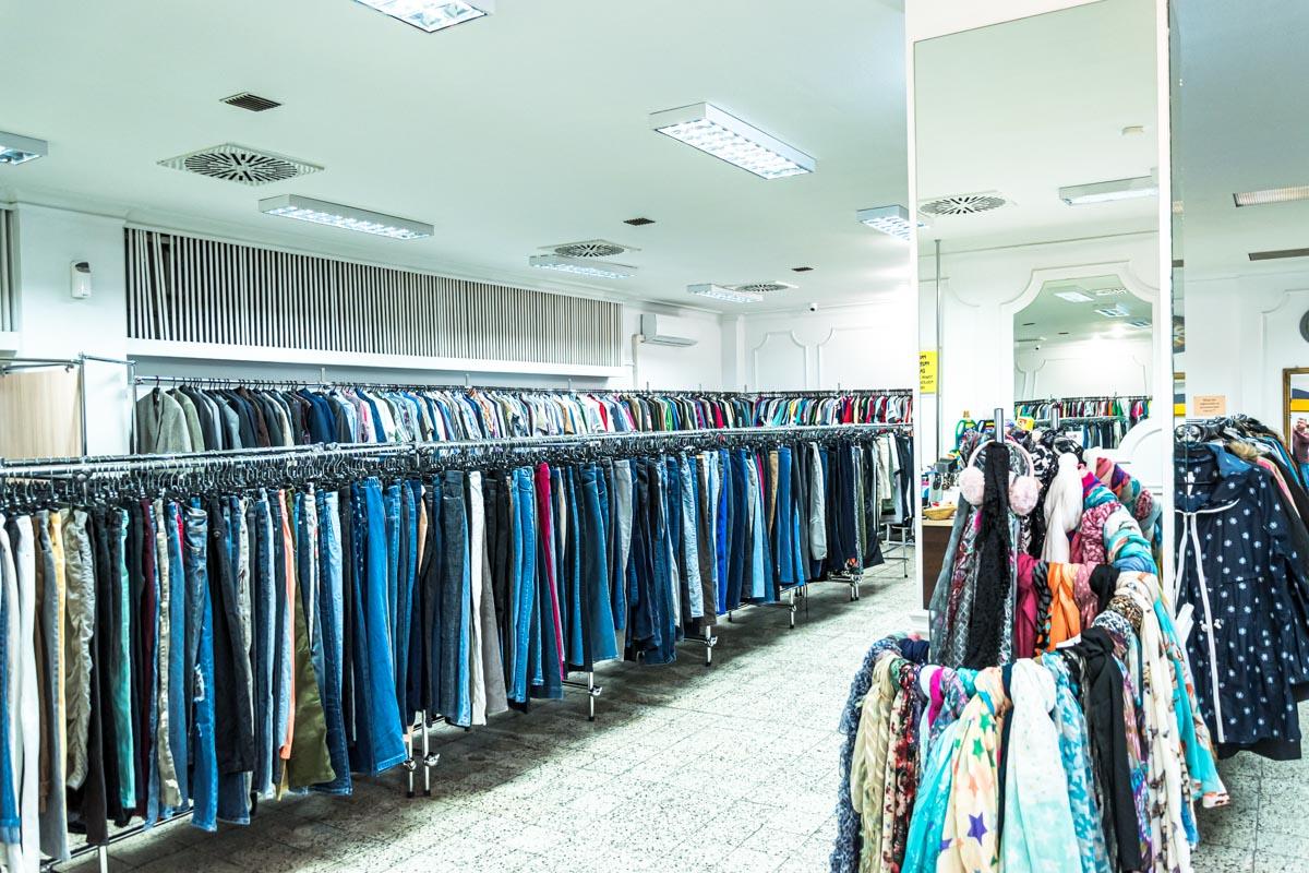 Odzież używana retro sklep Warszawska (12)