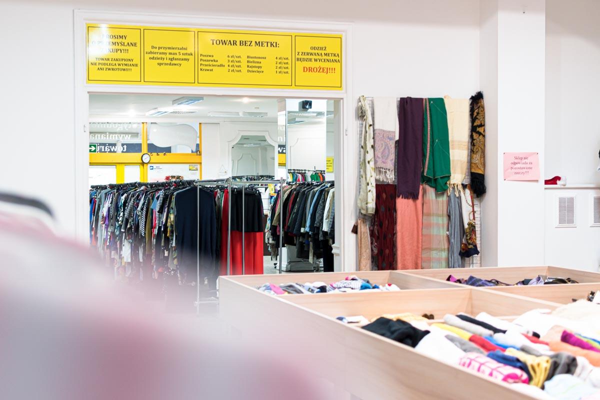 Odzież używana retro sklep Warszawska (4)