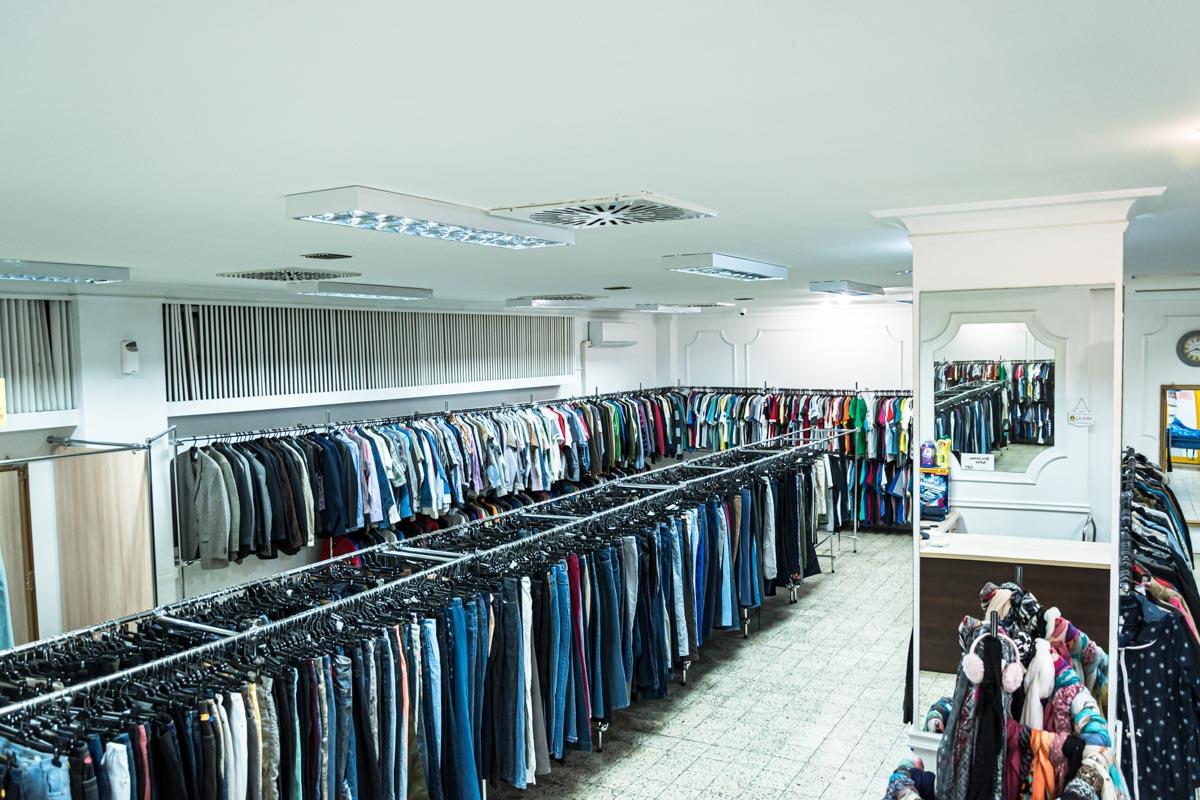 Odzież używana retro sklep Warszawska (8)