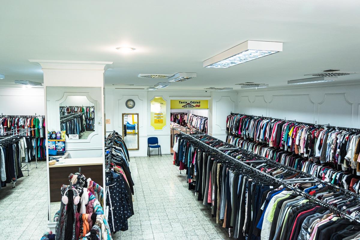 Odzież używana retro sklep Warszawska (9)